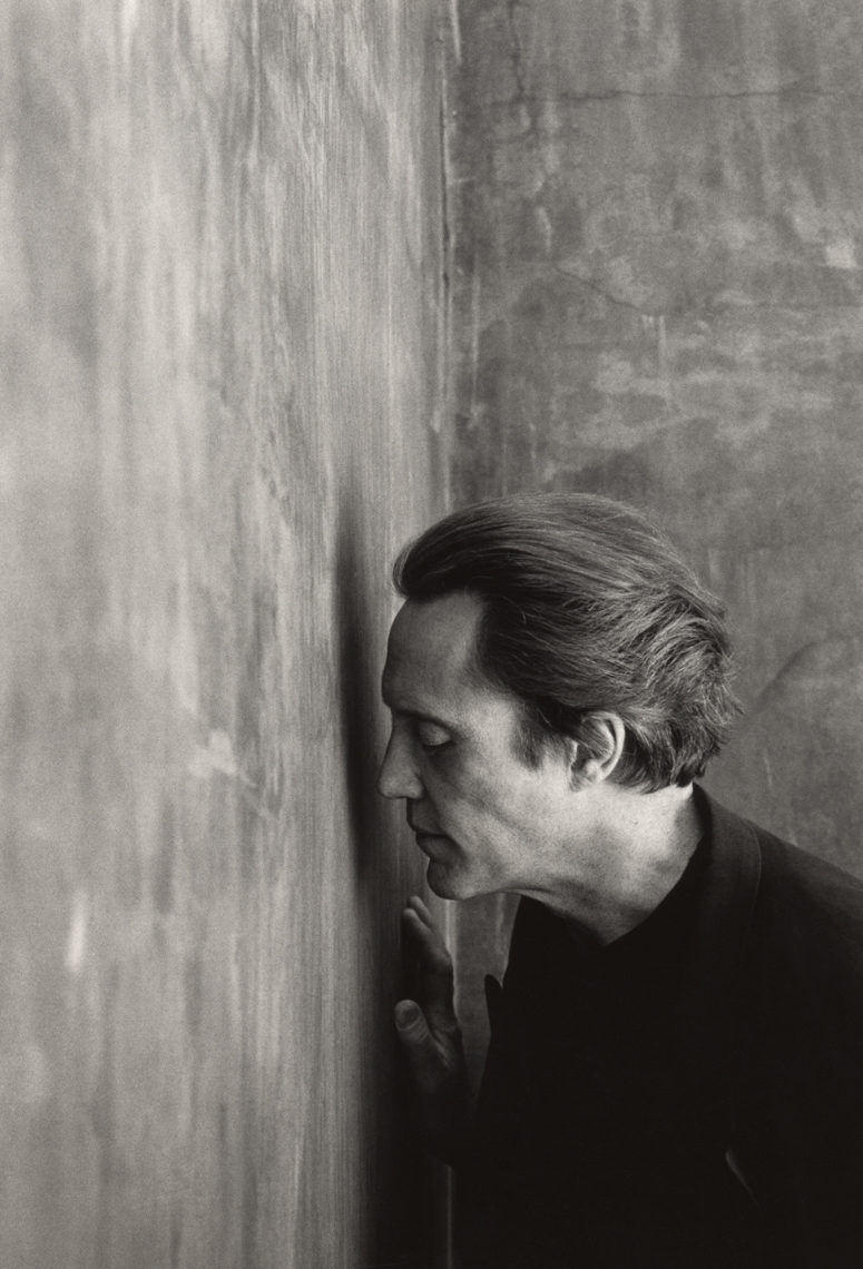 101._Christopher_Walken_against_Wall