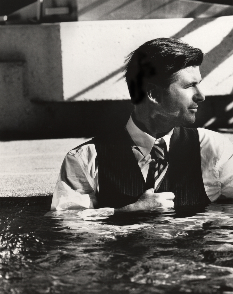 191._Alec_Baldwin_in_the_pool